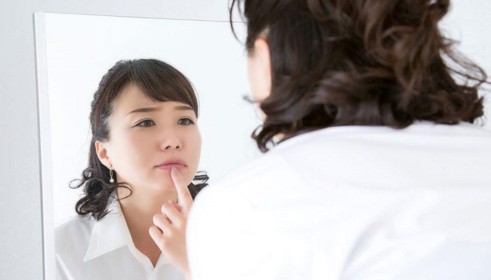水分不足のせい?「爪が割れる」「唇が乾燥する」原因と対処法